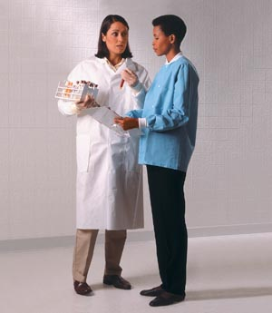 HALYARD UNIVERSAL PRECAUTIONS LAB COAT : 10044 CS